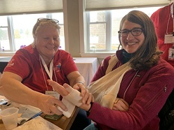 2 volunteers practicing bandaging