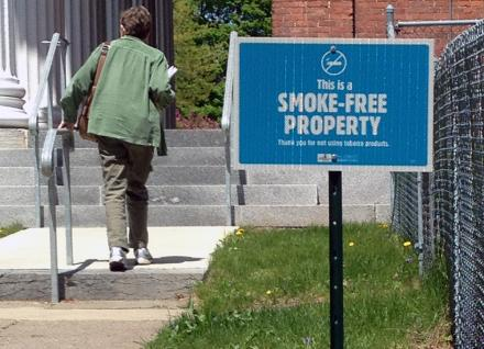 Smoke free property sign