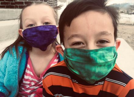 2 children wearing cloth masks